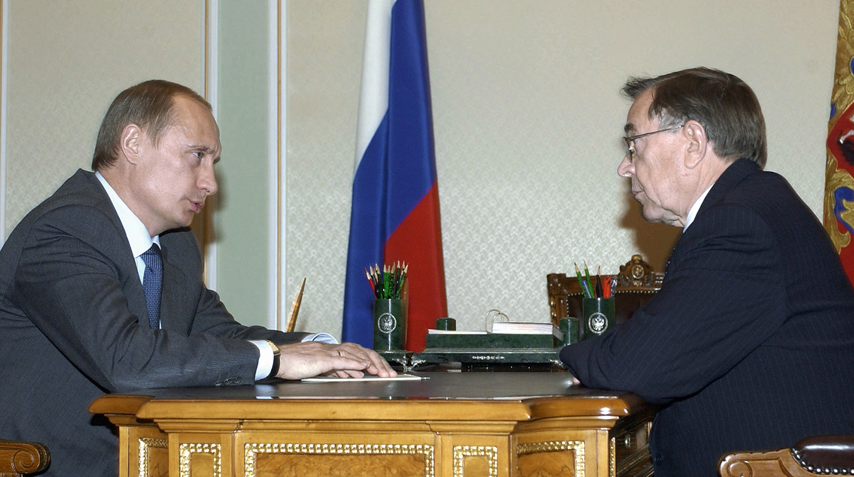 Рис. 3: Председатель ВАС РФВ. Яковлев с В. Путиным