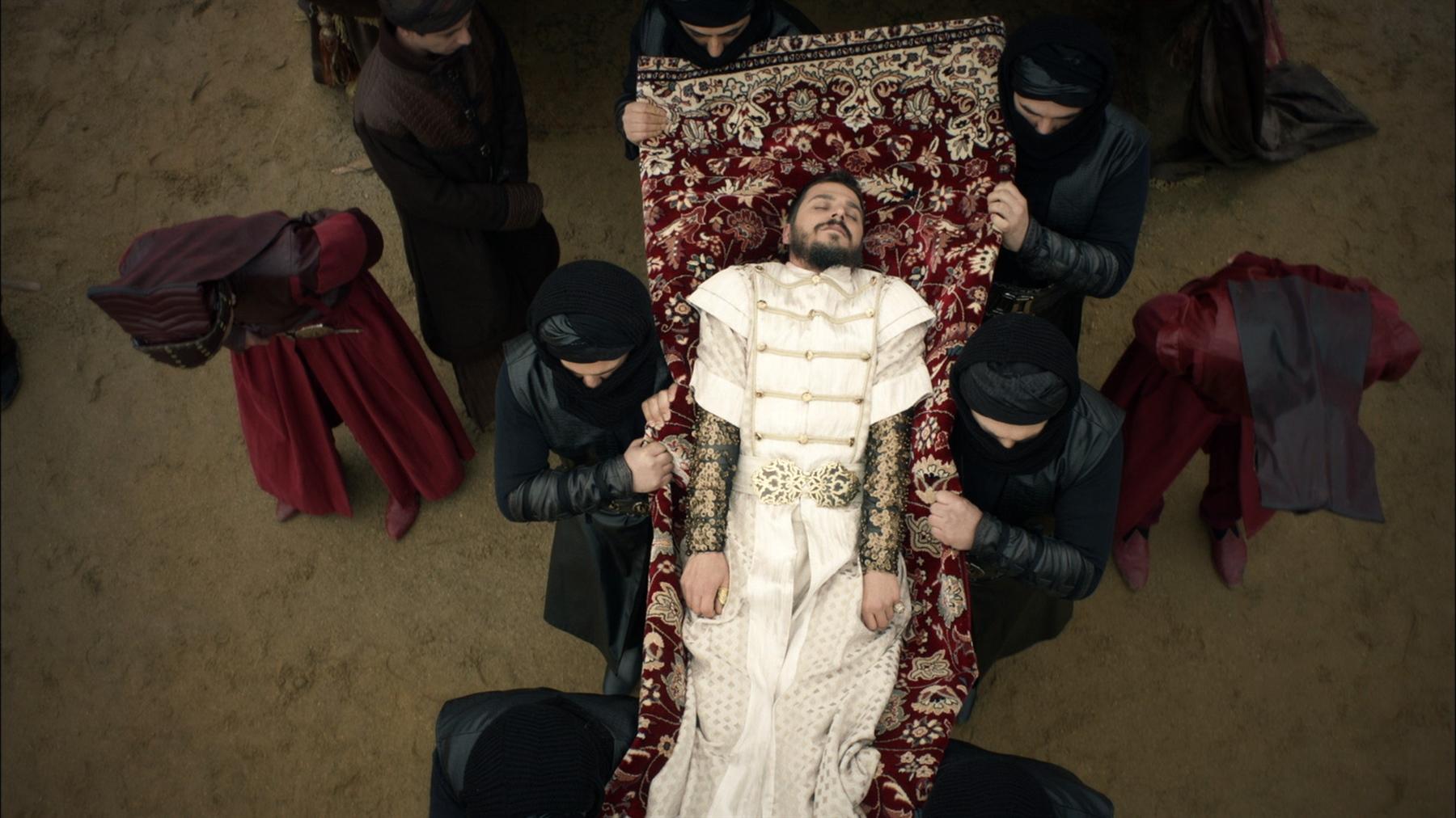 Рисунок 4. Тело убитого шехзаде выносят из палатки Сулеймана