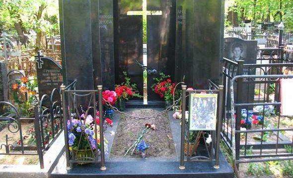 Могила актера Андрея Миронова на Ваганьковском кладбище