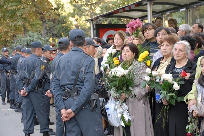Рисунок 1. Прощание в Азербайджане, толпы людей заполонили улицы