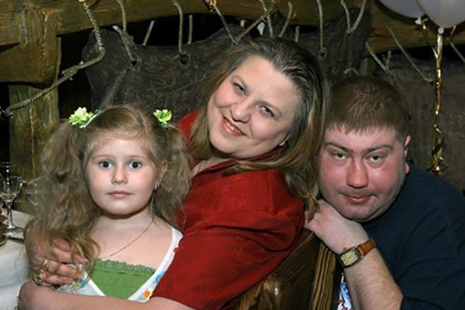 Рисунок 3. С семьей.