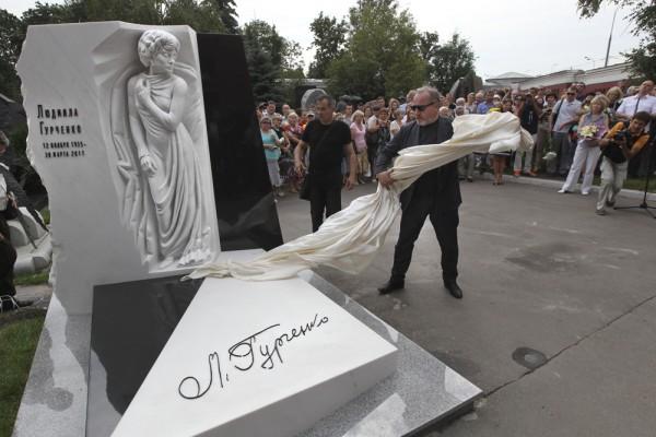 Рисунок 4. Сергей Сенин остался доволен работой скульпторов