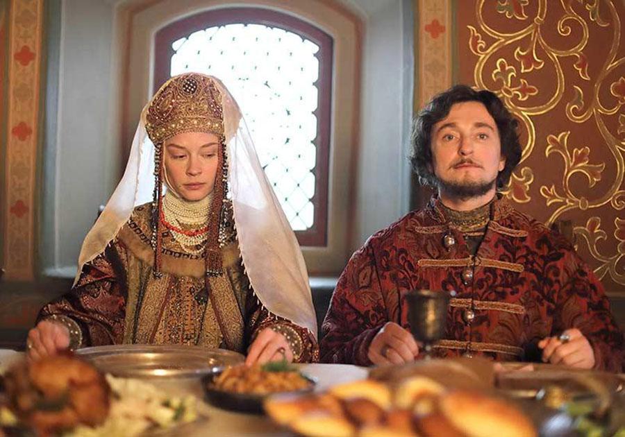 Рисунок 4. Борис Годунов с женой, кадр из фильма с Безруковым