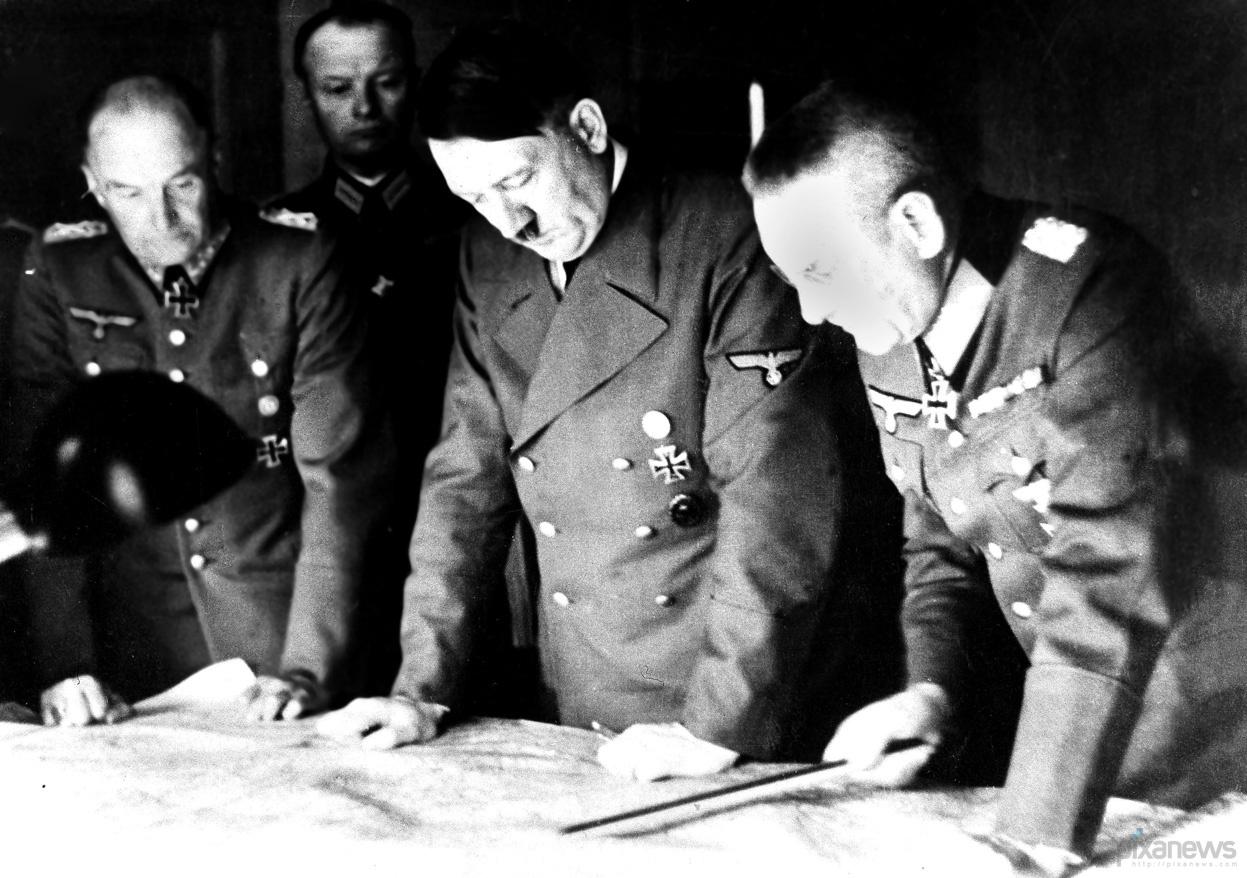 Рисунок 2. Военное совещание Гитлера
