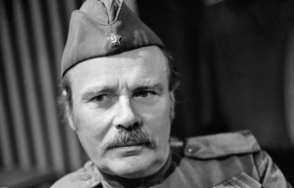 Рисунок 7. Пастухов в образе советского солдата.
