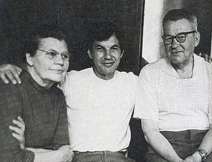 Рисунок 2. Георгий с родителями