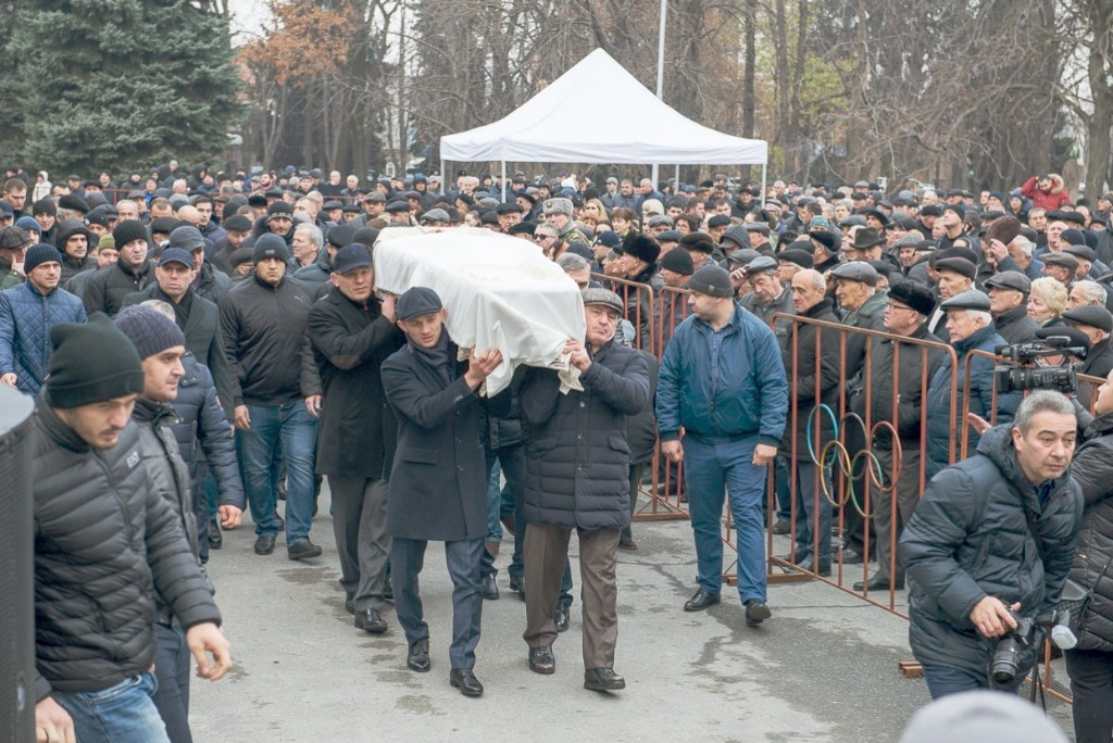 Рисунок 2. Похороны С.Андиева