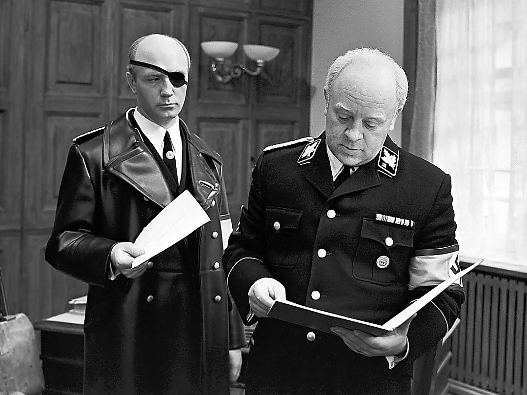 Рисунок 4. Леонид Броневой (справа) в роли Мюллера.