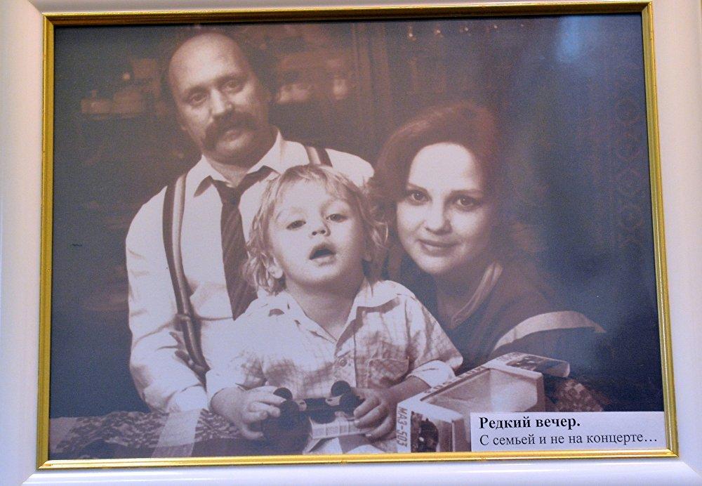 Рисунок 4. Владимир Мулявин и Светлана Пенкина с сыном Валерием
