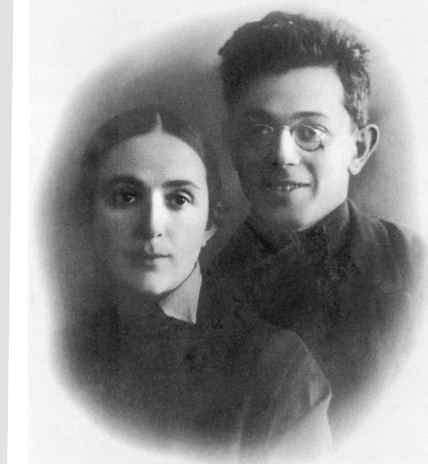 Родители: Александра Ивановна Литвинчёва, Натан Стругацкий