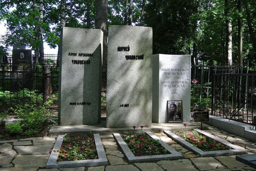 Семейная могила семьи, Переделкинское кладбище