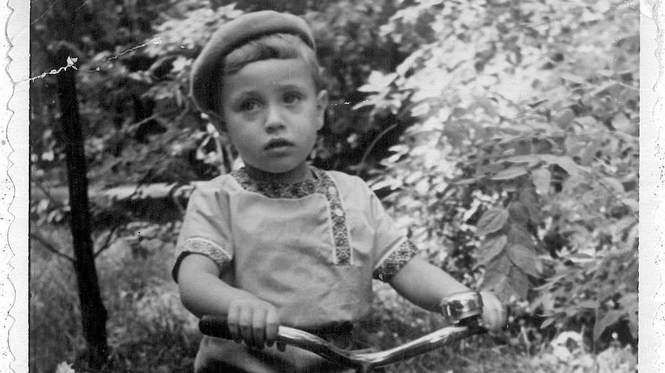 Детское фото героя статьи