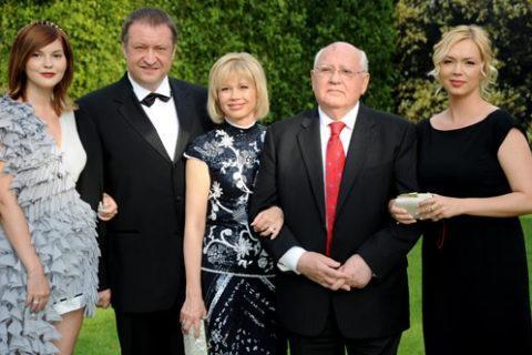 Горбачев с дочерью и двумя внучками