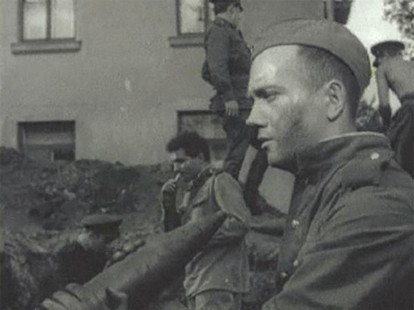 Кадр из фильм «Сегодня увольнения не будет», режиссер Тарковский А.
