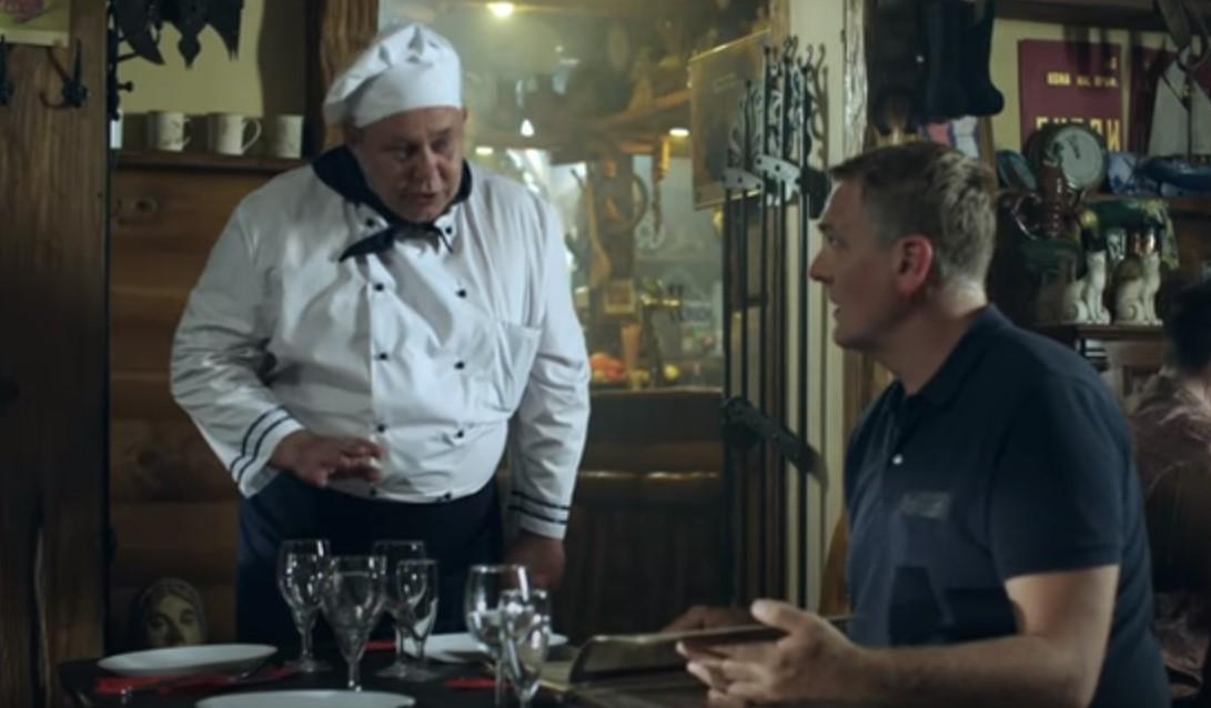 Кадр из серии «Сладкое мясо», шеф-повар
