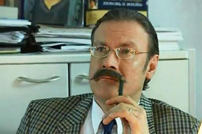 В сериале «След» сыграл эпизодическую роль странного Вадика.