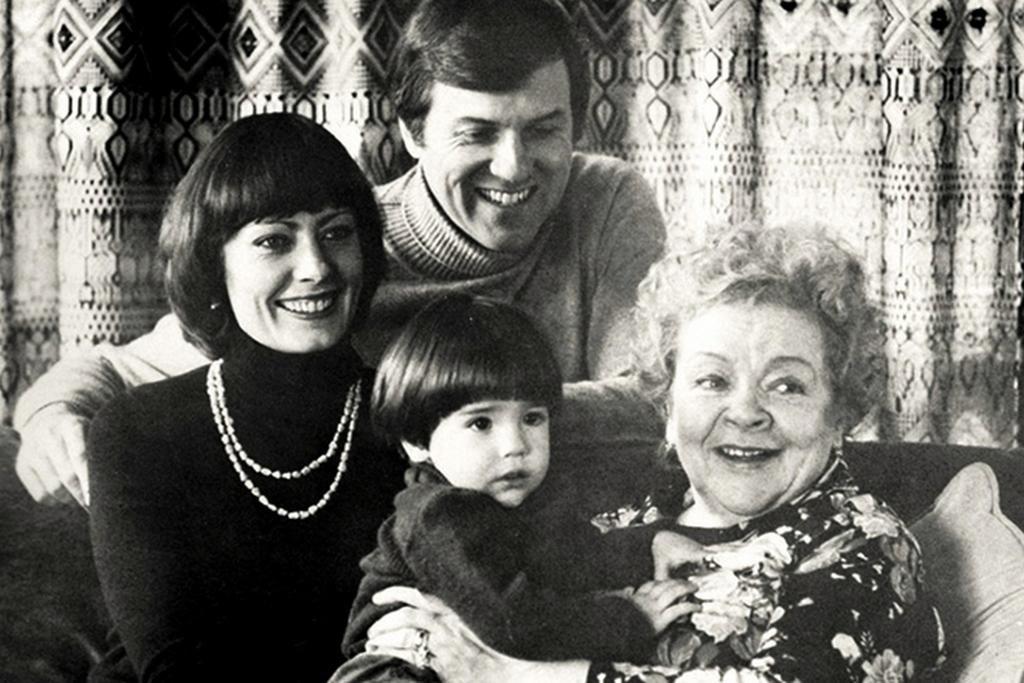 Александра Фёдорова с семьей